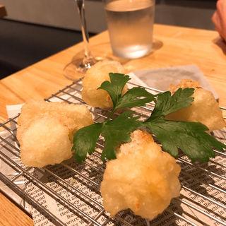 スモークチーズと淡路玉ねぎの天ぷら(EBISU FRY BAR)