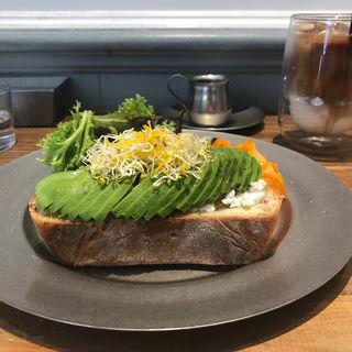 アボカドトースト(Lounge1908 cafe)