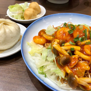 週替わりランチ(エビチリ焼きそば)(551蓬莱 なんばウォーク店 (ゴーゴーイチホウライ))