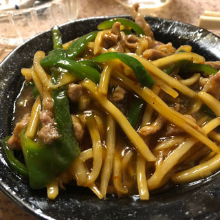青椒肉絲、いかフライ、あさり酒蒸し(各)(呑ん気 (のんき))