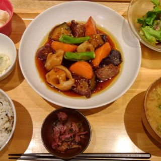 豚肉の黒酢炒め(おぼん de ごはん ヨドバシAkiba店 (オボン デ ゴハン))