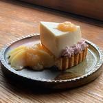 桃のレアチーズタルト
