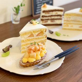 桃のショートケーキ+桃のバルケット(小さな菓子工房 ちょうのはね)