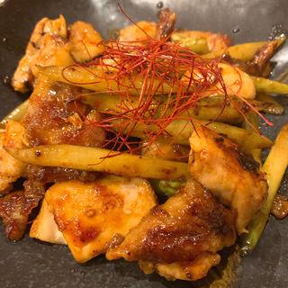 鶏肉とアスパラの味噌風味炒め(もんちゃま)