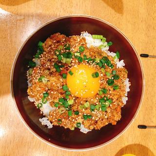 鶏キーマカレー丼 卵黄のせ(串焼き 合 )
