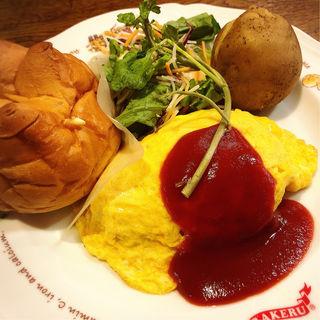 チキンライスのオムライス(ラケル新宿西口店)