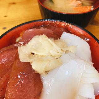 マグロ漬けイカ丼(朝市新鮮広場うおすい )