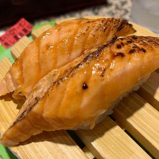 炙りトロサーモン焦がし醤油(根室花まる KITTE丸の内店 )
