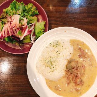 イノシシ肉を贅沢に使ったホワイトカレー(獣 鉄板焼 tamaya)