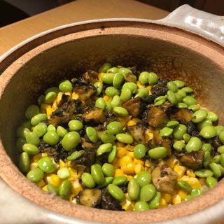 とうもろこしとサザエの肝醤油焼きの土鍋炊き込み御飯(ゆう)
