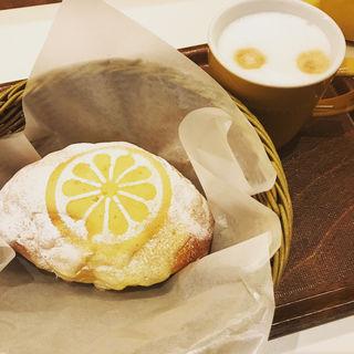 瀬戸内レモンのクリームパン(フォレスティカフェ 成城店 )