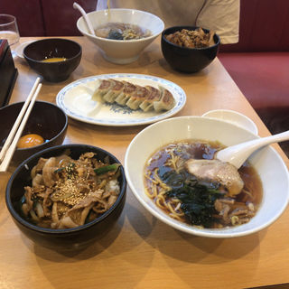 肉丼+生玉子(札幌軒 (サッポロケン))
