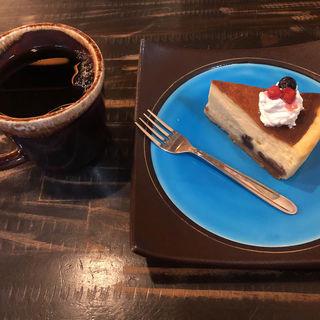 自慢のドリップ珈琲、ミロワールのニューヨークチーズケーキ(芥川珈琲 )