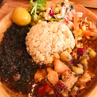あいがけ(スパイス煮玉子付)※玄米&麦チョイス(ソラトブカリー (soratobu curry))