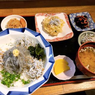 生しらす丼定食(銀鍋)