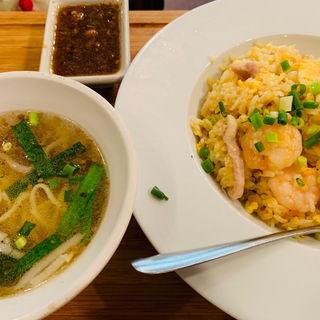 麺と炒飯のセット(台湾担仔麺 )