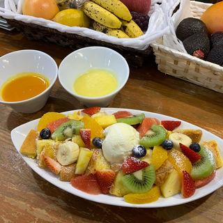 果物いっぱいのフレンチトースト(山口果物 (ヤマグチクダモノ))