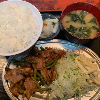 ニンニクの芽と牛肉の炒め物定食(だるま屋 )