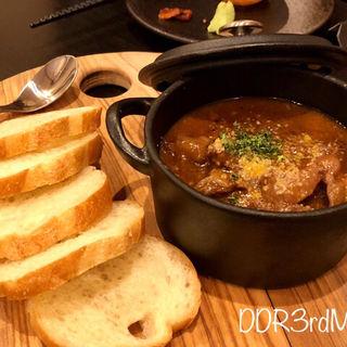 牛スジの赤ワイン煮(天婦羅バル 秋光)