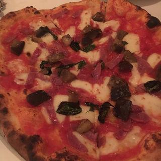 サラミとナスのピザ(ラルテ (L'ARTE))