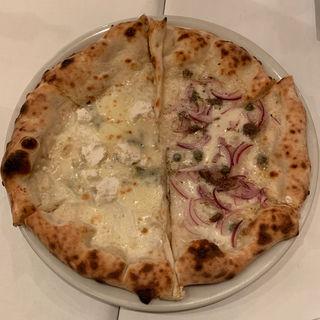 7種類のチーズピザとアンチョビピザのハーフ&ハーフ(イゾリーナ)