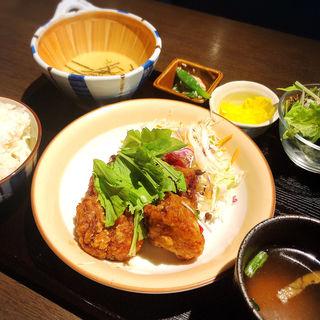 鳥の香味揚げ&とろろごはん定食(kawara CAFE&DINING 新橋 (カワラ カフェアンドダイニング))