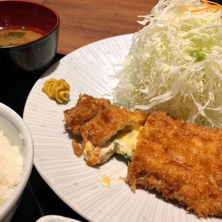 大葉とチーズのロースカツ(とんかつ KATSU 華 (トンカツ カツ ハナ))
