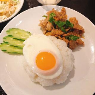 にんにく唐揚げ丼(タイ料理 パヤオ )