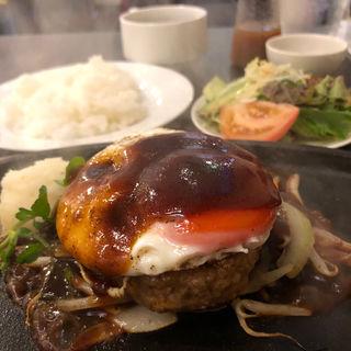 0℃熟成ハンバーグステーキ +目玉焼き(0℃熟成ステーキ 本店)
