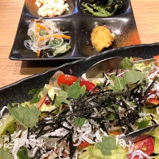 シラスと紫蘇の和風サラダ(菜々や 二俣川ジョイナステラス店)