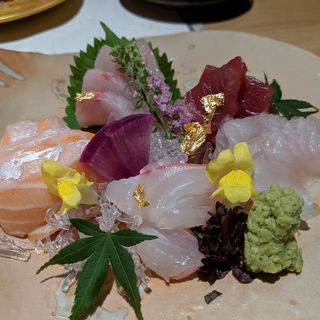 伊勢鮮魚のお刺身五点盛り(おもき 離れ 銀座店)