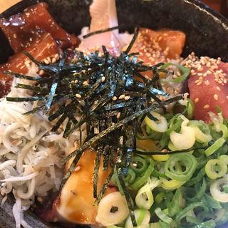 海鮮丼(旬菜はな)