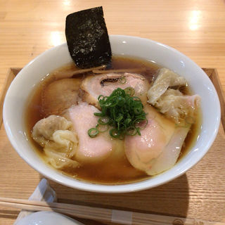 ワンタン入り醤油チャーシュー麺(らぁ麺屋 飯田商店 )