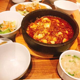 麻婆豆腐定食(酒肴麺飯 アテニヨル 天神店)