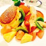 季節のフレッシュフルーツパンケーキ(幸せのパンケーキ 表参道店 (マジアディファリーナ))
