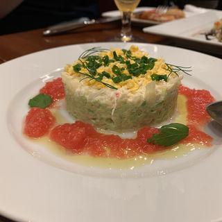 蟹とアボカドのタルタル フレッシュトマトのクーリー添え(キュル・ド・サック)