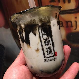 黒ごまミルク(辰杏珠 大須店)