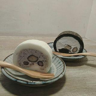 丹波の黒豆ロールケーキ(しろいくろ )