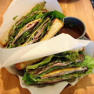 自家製ローストビーフのサンドイッチ(Sスモールサイズ)(松涛カフェ本店)