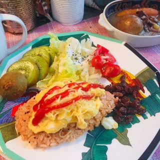半熟トロトロ卵のチーズオムライスとハラミビーフベジタブルスープ (BOXX Coffee & X-presso)