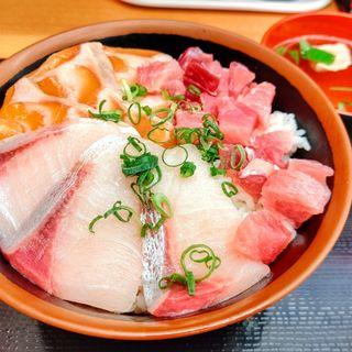 三色丼(海鮮丼 みなと食堂)