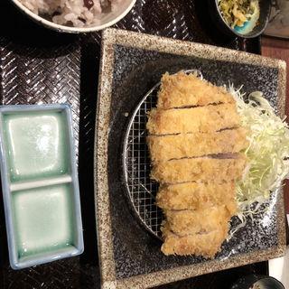 『鹿児島産うんまか豚』のロースかつ定食(とんかつ わか葉)