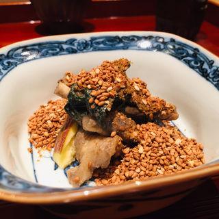 無花果、割干大根、つるむらさきの黄金胡麻和え(鮨 料理 一高)