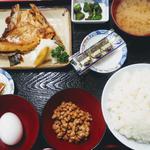 納豆定食 ブリカマ塩焼き