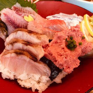おすすめ五点丼 (酢飯)(網元料理あさまる (あさまる))