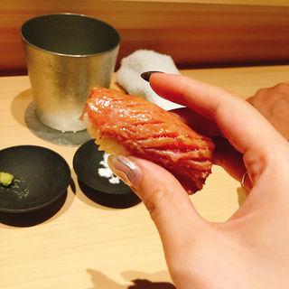 大トロの炙り握り(鮨 利崎)