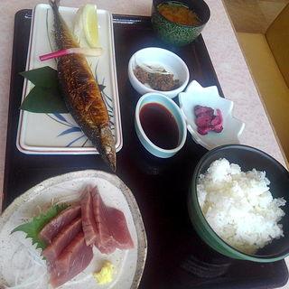 サンマ焼き+カツオ刺定食(港町レストラン 鮮)