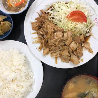 ぶた生姜焼き定食(三好弥 )