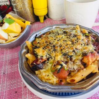 海老とトマトのペンネグラタン に フルーツヨーグルトサラダ(BOXX Coffee & X-presso)
