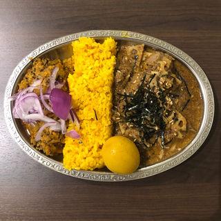 和ラムカレーと大根とオリーブのキーマ + 味付け玉子 ・(ゴカルナ (Gokarna))